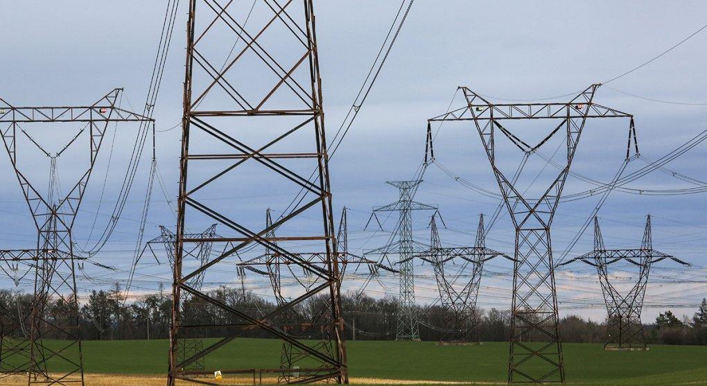 Už příští rok ušetříme za elektřinu i plyn. Velké firmy zaplatí víc za zelenou energii